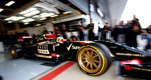 Pirelli Runs New 18-inch Concept Tire with Lotus F1 Team